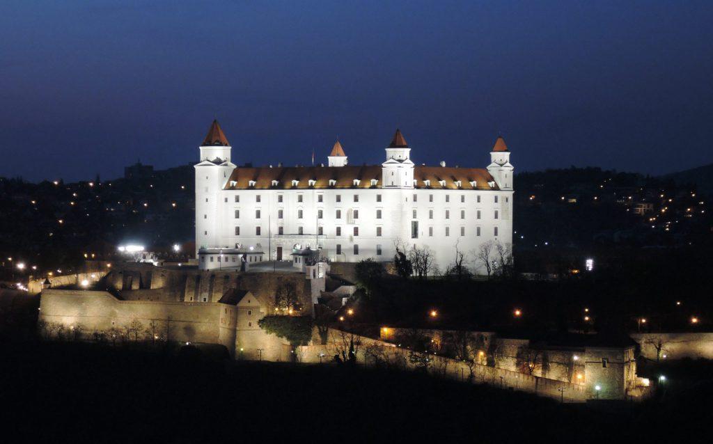 Bratislavsky hrad (night)