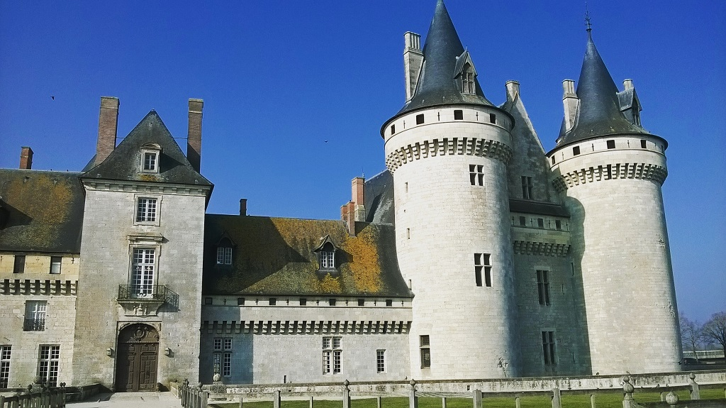 Château de Sully-sur-Loire, some fifty kilometers upstream of Orléans - Jeanne d'Arc had a short stay in this castle in 1429