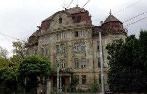 Dilapidated villa in Šulekova street