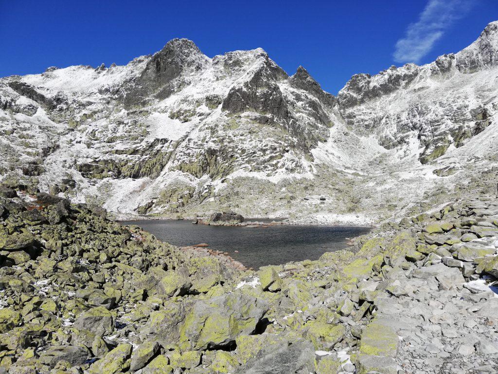 Hiking trail to Rysy, mountain lake (Žabie plesá)