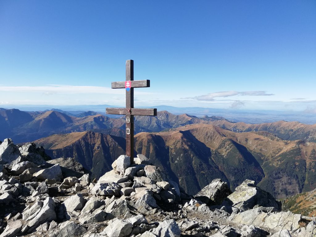 Kriváň (2494 meters), Slovak double cross on the peak and a breathtaking view to Poland