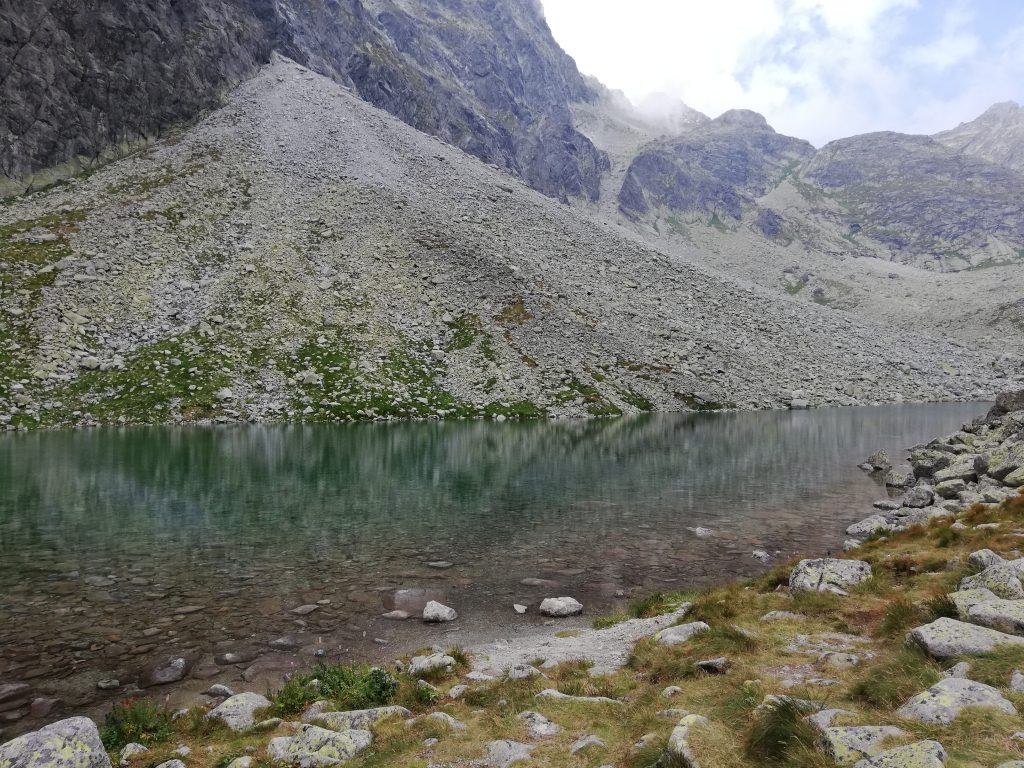 "Dlhé pleso (""Long mountain lake"")"