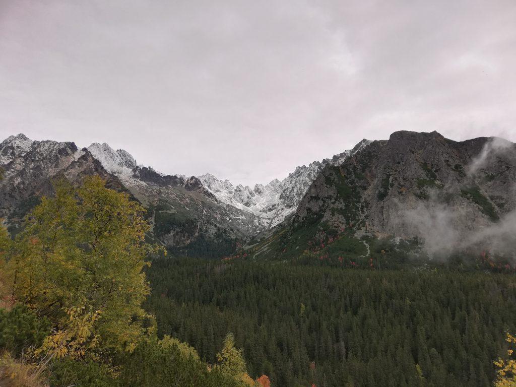 Hiking trail to Rysy, near Štrbské Pleso; view onto Mengusovská dolina