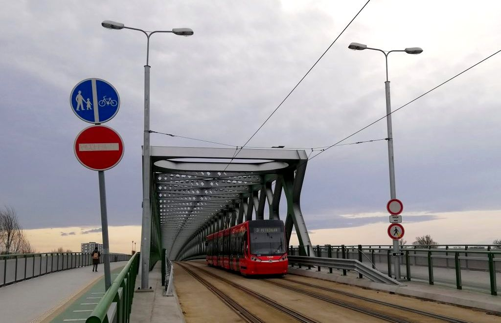 Starý Most and the tramway to Petržalka