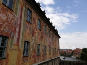 Bamberg (Altes Rathaus/Old Town Hall); in the background the river Regnitz