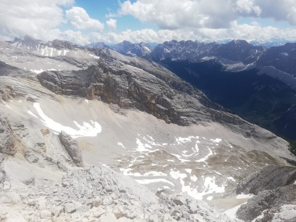 Starting my descent from the Pleisenspitze, view onto the Mitterkar