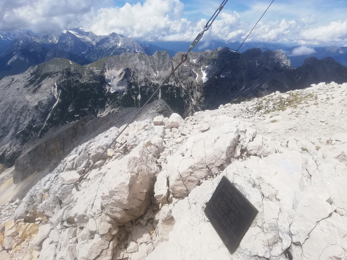 Pleisenspitze (2569 meters), view westwards